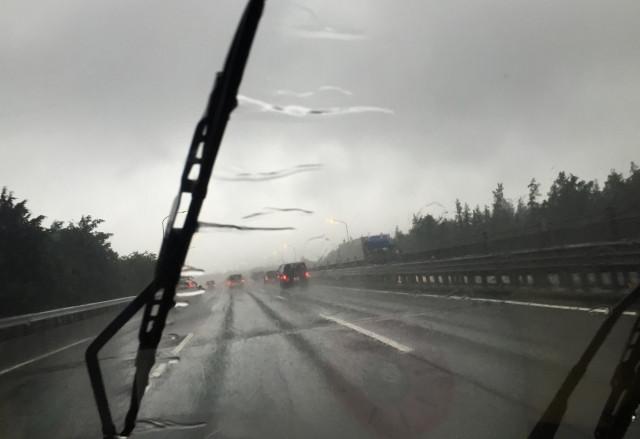 雨天時の安全の要であるワイパーの交換時期とは?